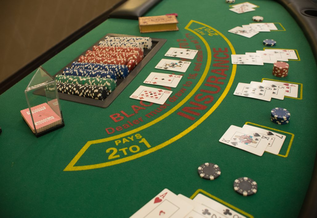 How to play blackjack at a casino table Winnings allslots