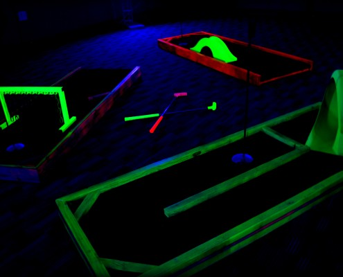glow in the dark mini golf rental